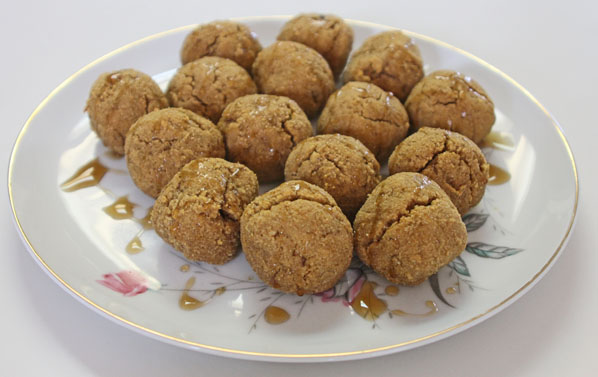 Paleo Vegan Pumpkin Cake Balls. Click for more great Paleo baked goods.